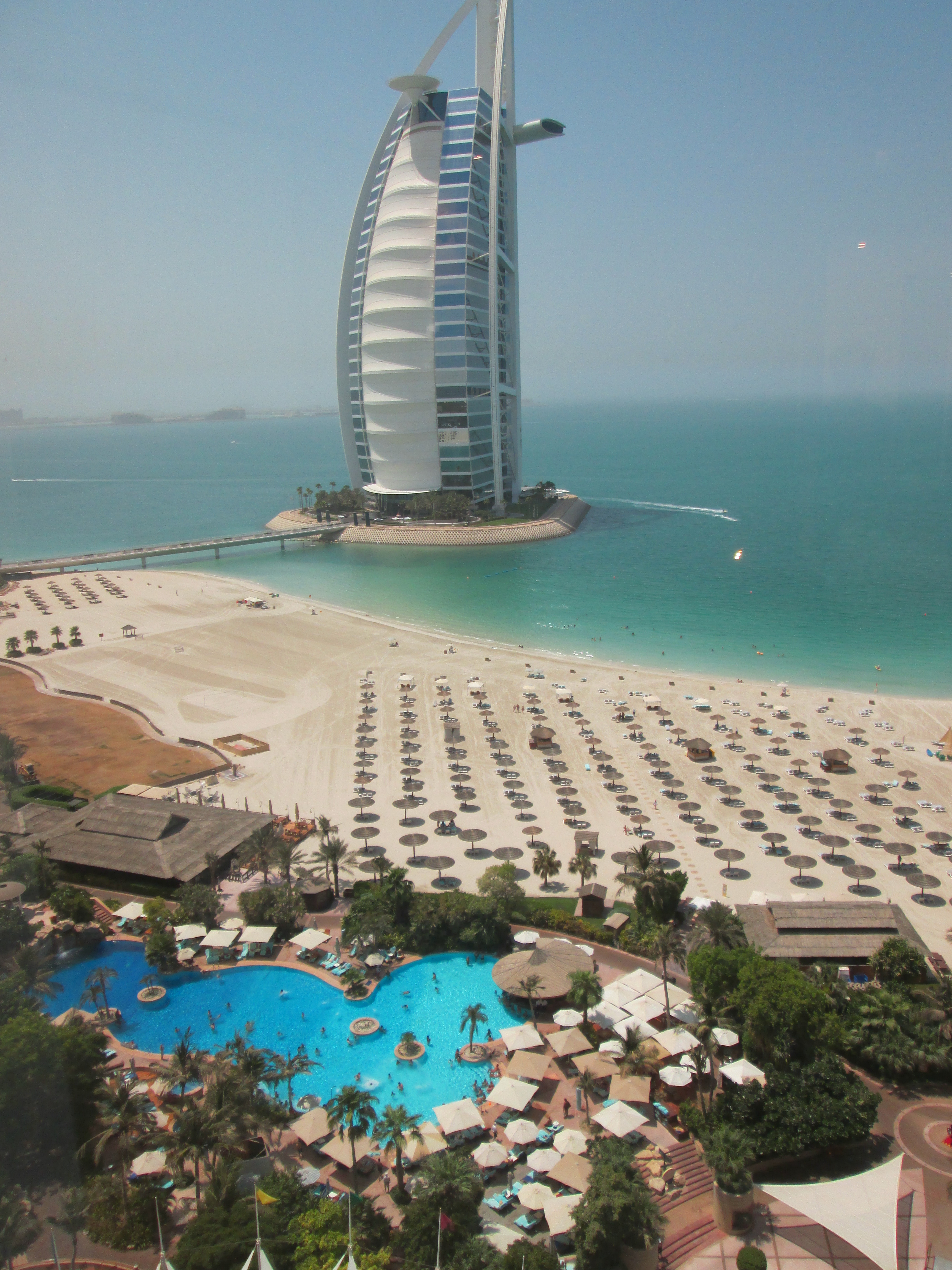 Jumeirah beach hotel diary of a desert fox for Dubai beach hotels